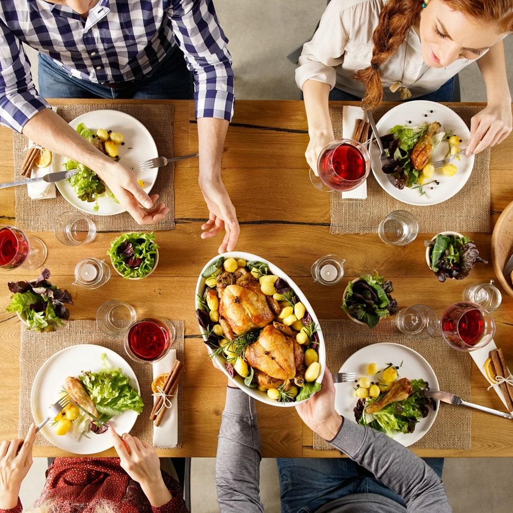 Partager le repas d'un cœliaque : gestes à adopter, pratiques à éviter